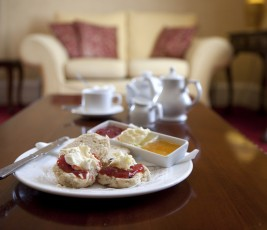 hotel-rooms-cornwall-penventon-redruth-master-suite-lounge