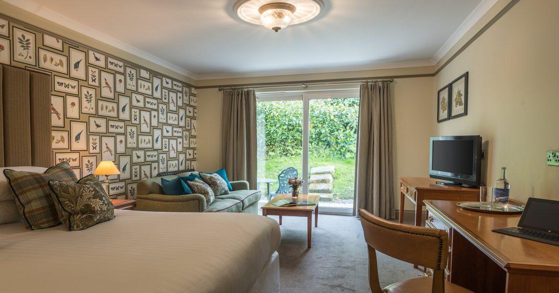 Penventon Park Hotel Luxury Suite with sofa bed