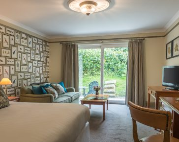 Penventon Park Hotel Luxury Suite with sofa bed