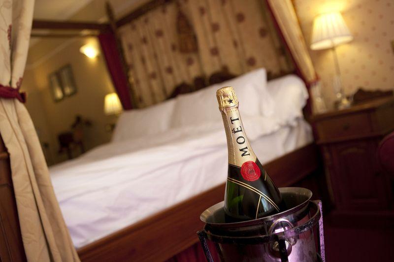 Penventon-Hotel-Rooms-Celebration-room