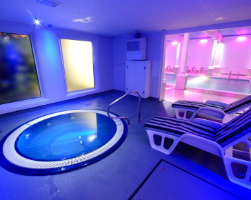 spa-Cornwall-Redruth-jacuzzi-pool
